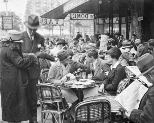 Café du Dôme, 1925, Paris Autor André Kertész.jpeg
